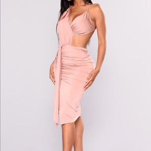 Dresses & Skirts - Gorgeous mauve dress NWT sold out everywhere